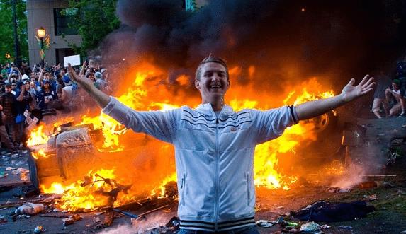 شورش در بهترین جای جهان چرا؟