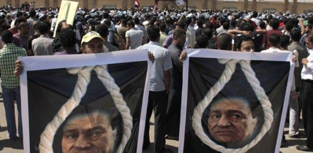مبارک در قفس؛ دادگاه رئیسجمهوری مصر برگزار شد