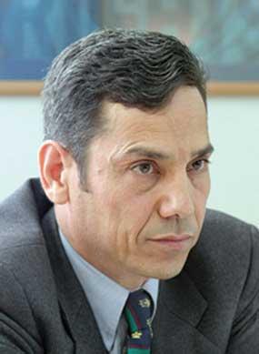 برنامه نظارت بر حمايت از مدافعان حقوق بشر: عبدالفتاح سلطانی را آزاد کنيد