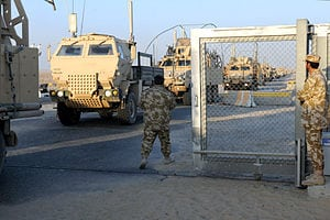 US_convoy_crosses_into_Kuwait