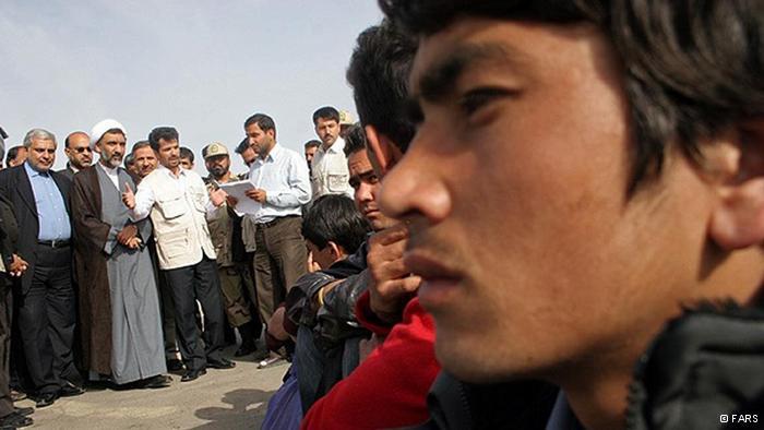 بیانیه چهل تن از فعالین سیاسی – مدنی داخل کشور پیرامون حمله به مهاجران افغان