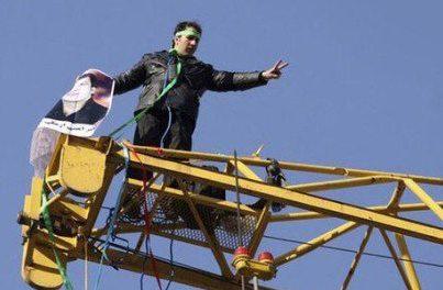 اکبر امینی امروز به پلیس امنیّت احضار و بازداشت شد