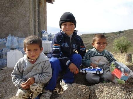عبور از رعد و برق و باران، به امید یاری به زنان و کودکان آذربایجان