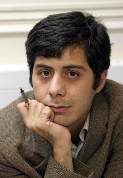 مسعود باستانی پس از سه سال حبس به مرخصی آمد