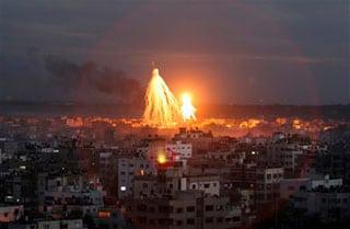 AP_gaza_airstrike_dusk32