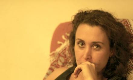 فاطمه شمس: شعر و سیاست را از هم جدا نمیبینم