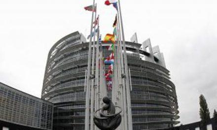 نصب عکس نسرین ستوده و جعفر پناهی بر سردر اصلی پارلمان اروپا