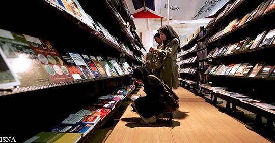 تعدادی از نویسندگان ایرانی خواهان «لغو مجوز کتاب» شدند