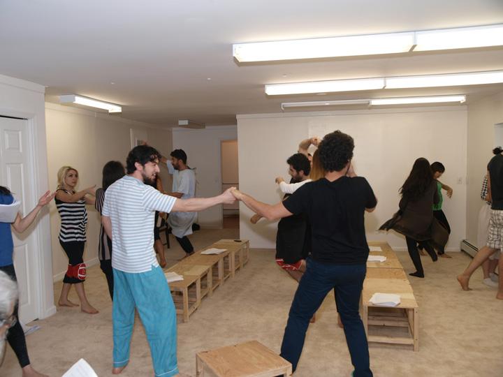 Barkhani-Bizai-10 گزارشی تصویری از تمرینات و آمادهسازی برخوانی نمایش آرش در ونکوور 