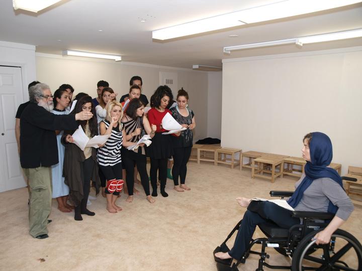 Barkhani-Bizai-107 گزارشی تصویری از تمرینات و آمادهسازی برخوانی نمایش آرش در ونکوور 