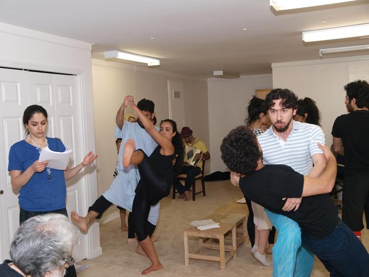 Barkhani-Bizai-11 گزارشی تصویری از تمرینات و آمادهسازی برخوانی نمایش آرش در ونکوور 