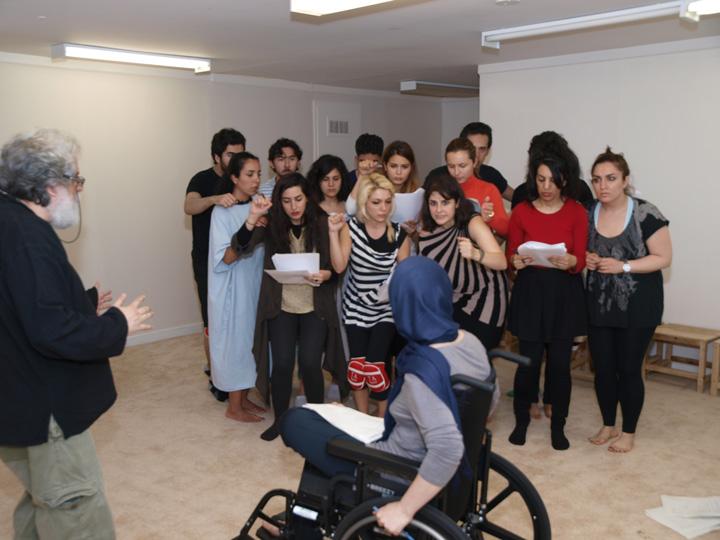 Barkhani-Bizai-110 گزارشی تصویری از تمرینات و آمادهسازی برخوانی نمایش آرش در ونکوور 