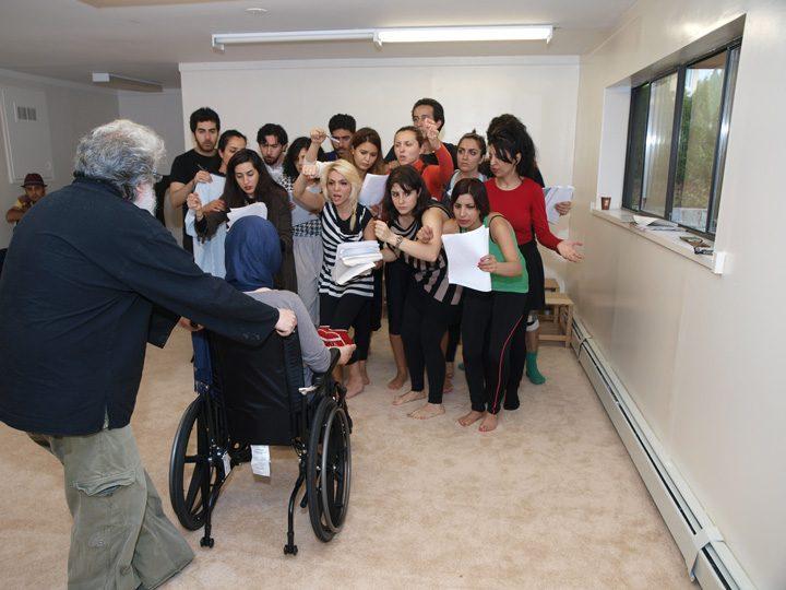 Barkhani-Bizai-117 گزارشی تصویری از تمرینات و آمادهسازی برخوانی نمایش آرش در ونکوور 