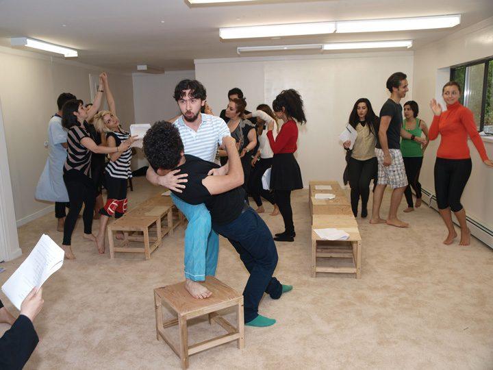 Barkhani-Bizai-12 گزارشی تصویری از تمرینات و آمادهسازی برخوانی نمایش آرش در ونکوور 