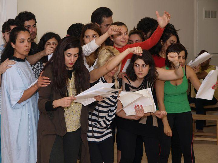 Barkhani-Bizai-122 گزارشی تصویری از تمرینات و آمادهسازی برخوانی نمایش آرش در ونکوور 