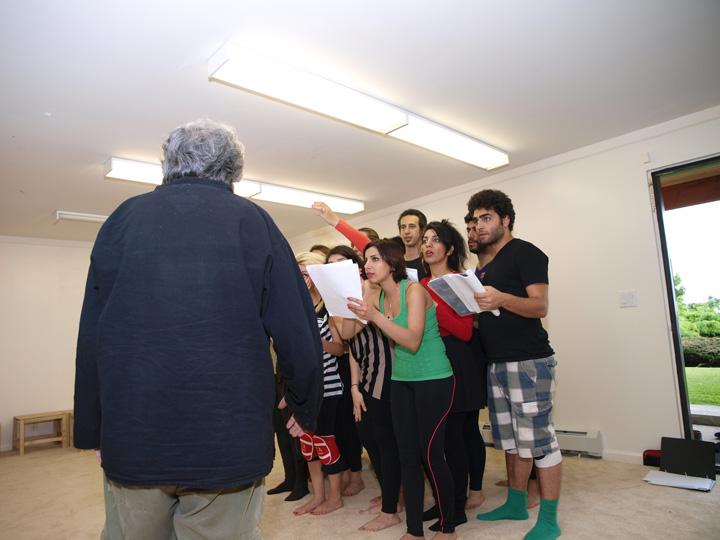 Barkhani-Bizai-127 گزارشی تصویری از تمرینات و آمادهسازی برخوانی نمایش آرش در ونکوور 