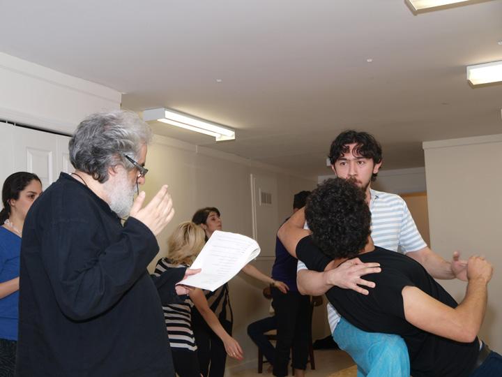 Barkhani-Bizai-13 گزارشی تصویری از تمرینات و آمادهسازی برخوانی نمایش آرش در ونکوور 