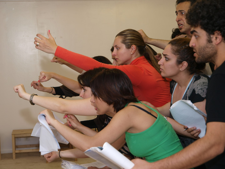 Barkhani-Bizai-134 گزارشی تصویری از تمرینات و آمادهسازی برخوانی نمایش آرش در ونکوور 
