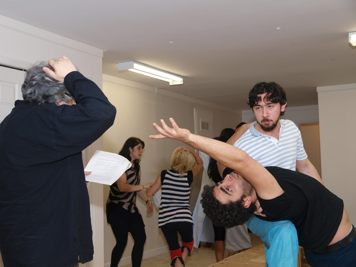 Barkhani-Bizai-14 گزارشی تصویری از تمرینات و آمادهسازی برخوانی نمایش آرش در ونکوور 