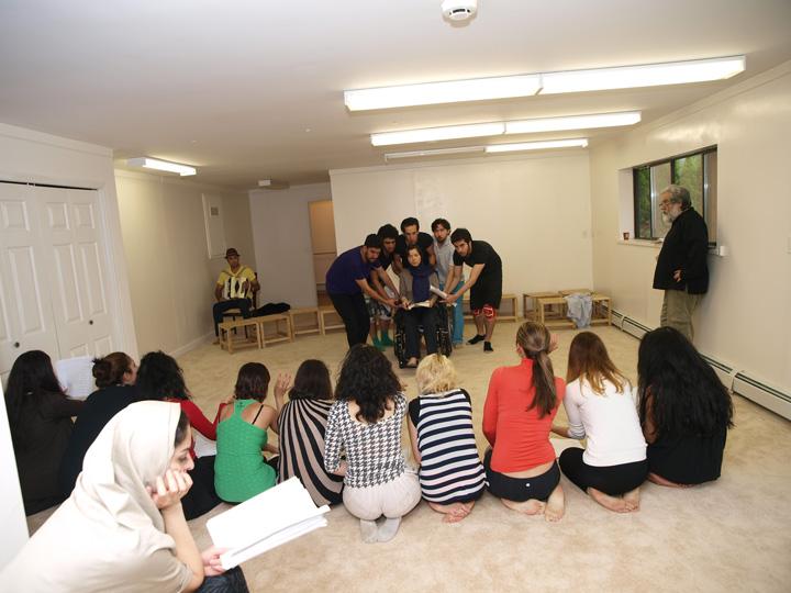 Barkhani-Bizai-143 گزارشی تصویری از تمرینات و آمادهسازی برخوانی نمایش آرش در ونکوور 