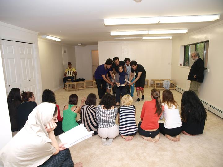 Barkhani-Bizai-144 گزارشی تصویری از تمرینات و آمادهسازی برخوانی نمایش آرش در ونکوور 