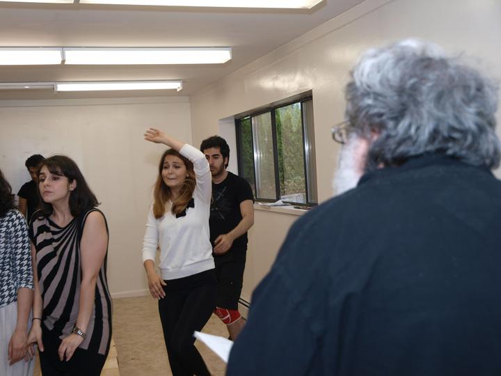 Barkhani-Bizai-15 گزارشی تصویری از تمرینات و آمادهسازی برخوانی نمایش آرش در ونکوور 