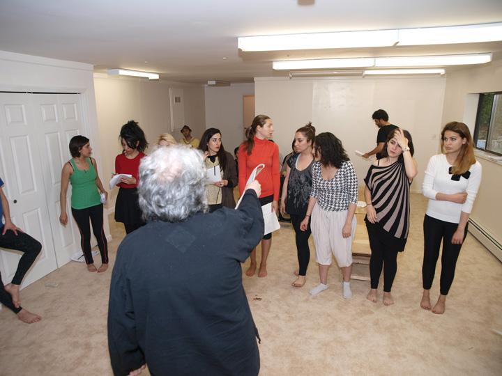 Barkhani-Bizai-16 گزارشی تصویری از تمرینات و آمادهسازی برخوانی نمایش آرش در ونکوور 