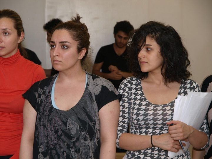 Barkhani-Bizai-18 گزارشی تصویری از تمرینات و آمادهسازی برخوانی نمایش آرش در ونکوور 