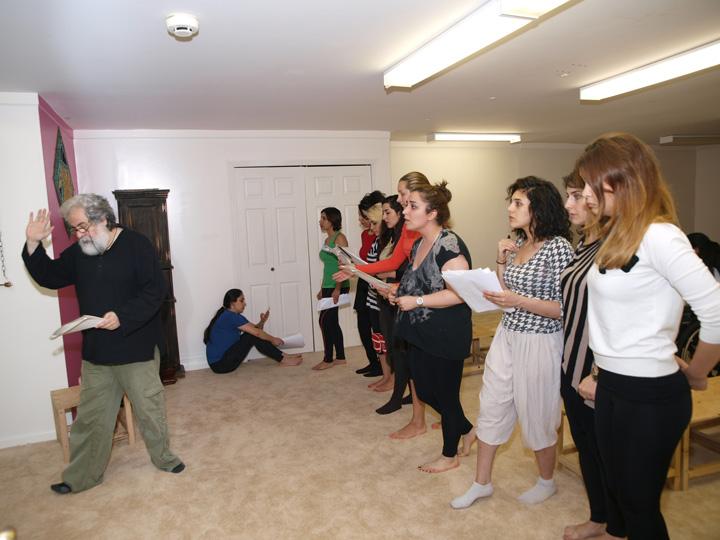 Barkhani-Bizai-21 گزارشی تصویری از تمرینات و آمادهسازی برخوانی نمایش آرش در ونکوور 