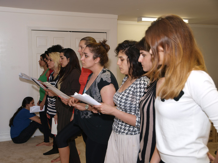 Barkhani-Bizai-22 گزارشی تصویری از تمرینات و آمادهسازی برخوانی نمایش آرش در ونکوور 