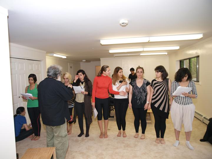 Barkhani-Bizai-27 گزارشی تصویری از تمرینات و آمادهسازی برخوانی نمایش آرش در ونکوور 