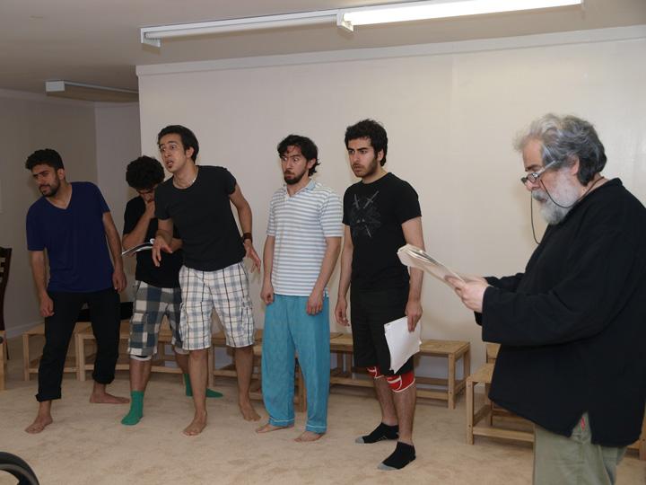Barkhani-Bizai-3 گزارشی تصویری از تمرینات و آمادهسازی برخوانی نمایش آرش در ونکوور 
