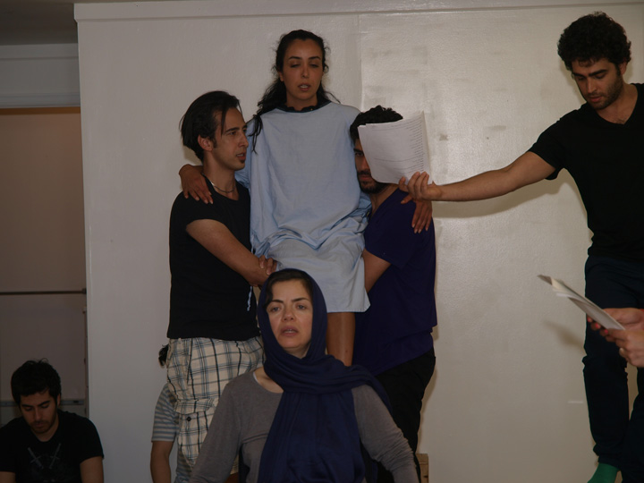 Barkhani-Bizai-30 گزارشی تصویری از تمرینات و آمادهسازی برخوانی نمایش آرش در ونکوور 