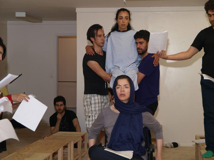 Barkhani-Bizai-31 گزارشی تصویری از تمرینات و آمادهسازی برخوانی نمایش آرش در ونکوور 