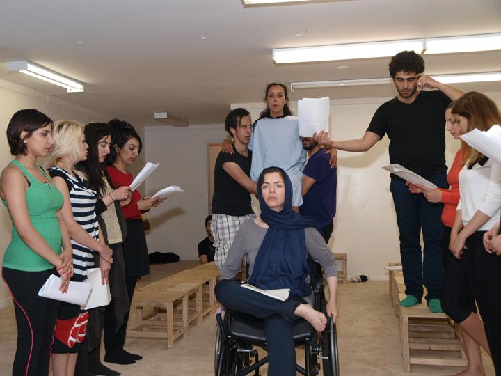 Barkhani-Bizai-32 گزارشی تصویری از تمرینات و آمادهسازی برخوانی نمایش آرش در ونکوور 