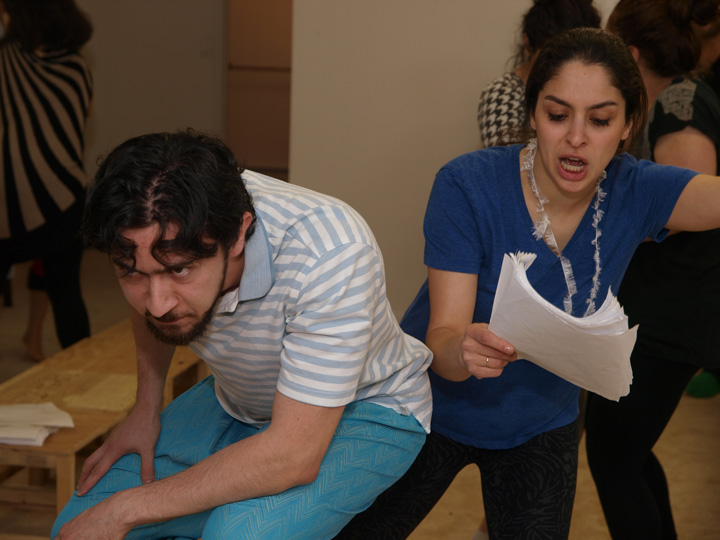 Barkhani-Bizai-5 گزارشی تصویری از تمرینات و آمادهسازی برخوانی نمایش آرش در ونکوور 