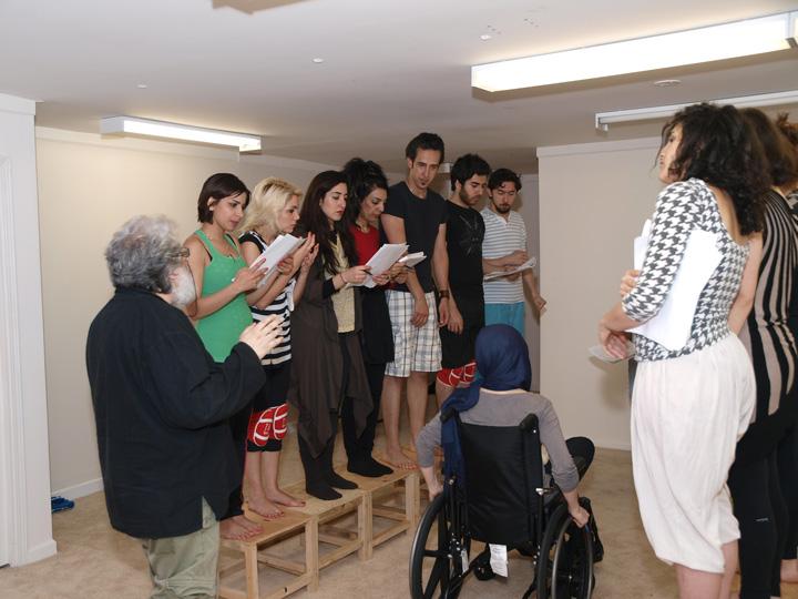 Barkhani-Bizai-50 گزارشی تصویری از تمرینات و آمادهسازی برخوانی نمایش آرش در ونکوور 