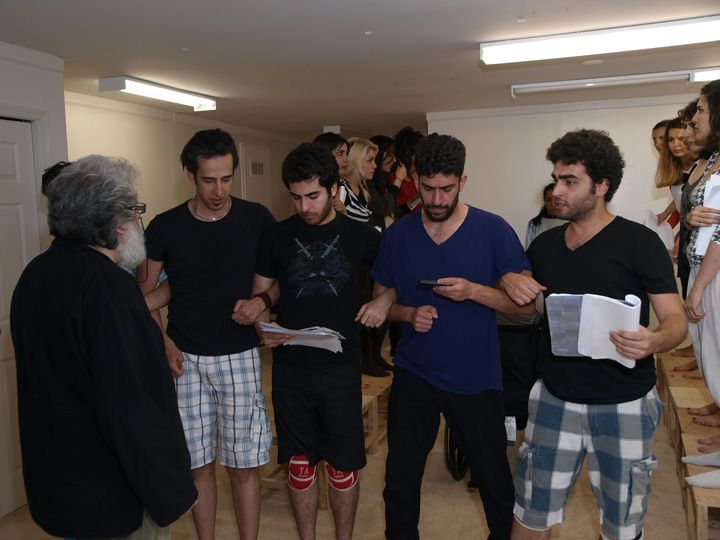 Barkhani-Bizai-53 گزارشی تصویری از تمرینات و آمادهسازی برخوانی نمایش آرش در ونکوور 