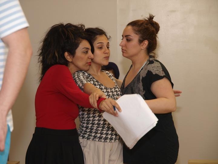 Barkhani-Bizai-6 گزارشی تصویری از تمرینات و آمادهسازی برخوانی نمایش آرش در ونکوور 