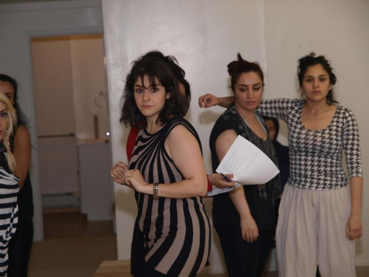 Barkhani-Bizai-8 گزارشی تصویری از تمرینات و آمادهسازی برخوانی نمایش آرش در ونکوور 
