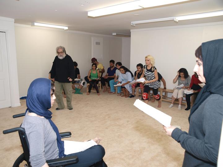 Barkhani-Bizai-85 گزارشی تصویری از تمرینات و آمادهسازی برخوانی نمایش آرش در ونکوور 