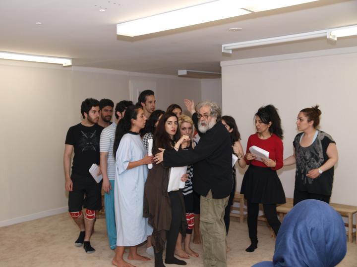 Barkhani-Bizai-96 گزارشی تصویری از تمرینات و آمادهسازی برخوانی نمایش آرش در ونکوور 