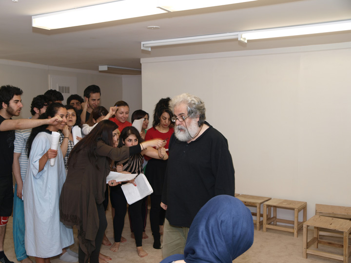 Barkhani-Bizai-98 گزارشی تصویری از تمرینات و آمادهسازی برخوانی نمایش آرش در ونکوور 