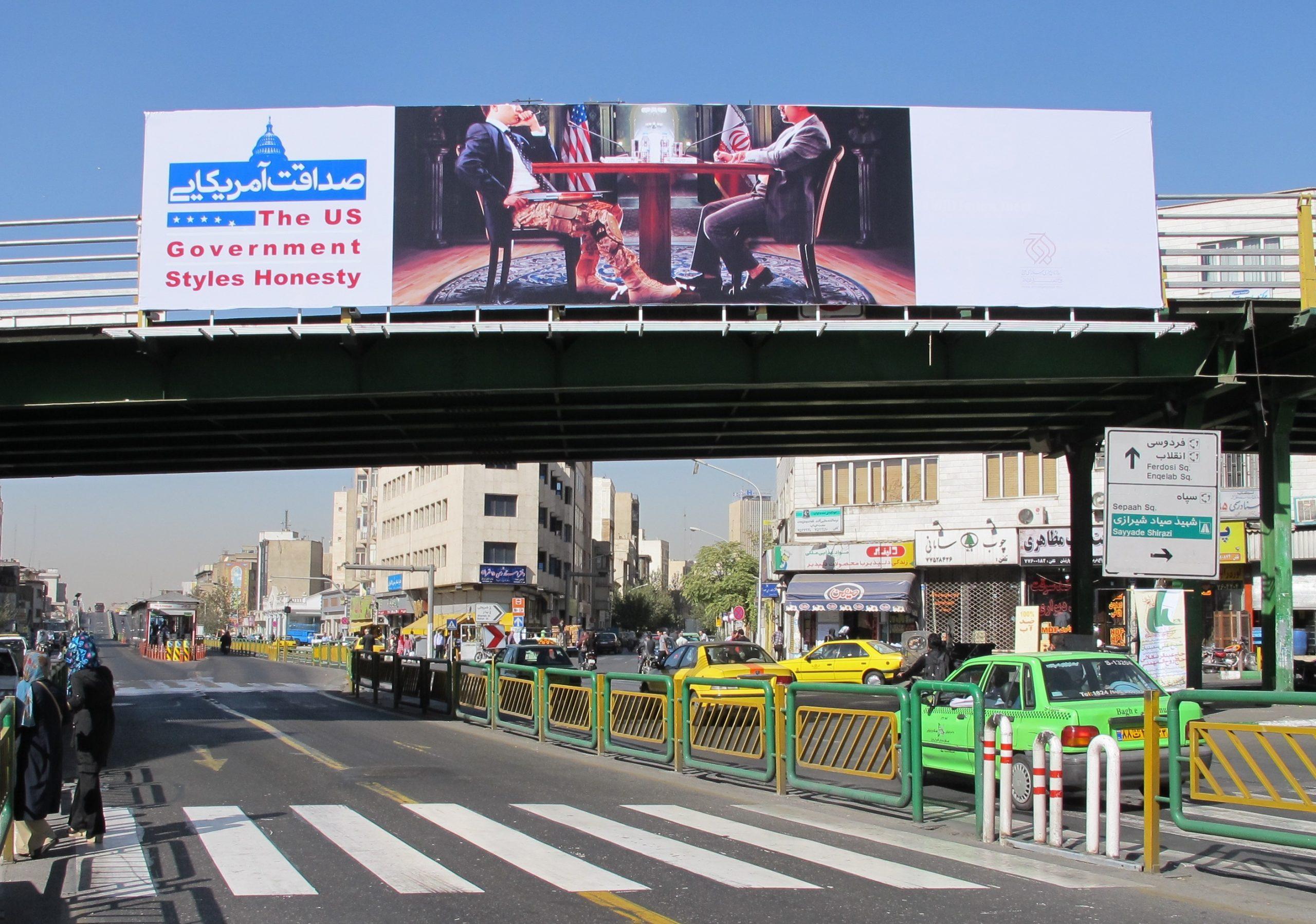 کمپین بیلبوردی در تهران برای نشاندادن آمریکا به عنوان «دشمن»