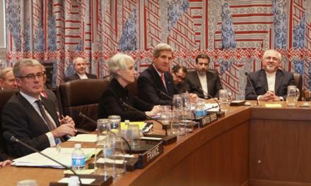 تیم مذاکرهکننده هستهای رو در رو با برخوردی دوگانه؛ حمایت رهبر و انتقاد مجلس
