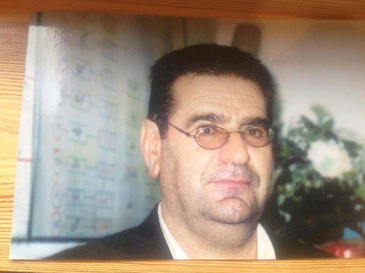 معلم بازنشسته زندانی در زاهدان با دوختن لبانش دست به اعتصاب غذا زد