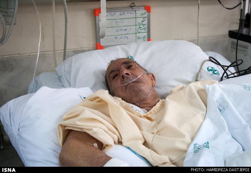بهمن فرزانه زیر مراقبتهای ویژه؛ مرخص شوم، ترجمه میکنم