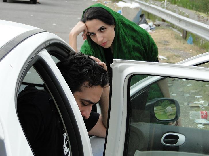 اشعاری از سید مهدی موسوی و فاطمه اختصاری، که در انتظار آزادیشان به سر میبریم