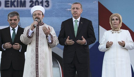 Japanese PM Abe, Turkey's President Gul, PM Erdogan, wife Emine pray with Head of Turkey's Religious Affairs Directorate Gormez during the opening ceremony of Marmaray in Istanbul