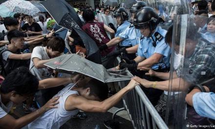 اعتراضها در هنگکنگ به مرکز مالی این کلانشهر کشیده شد